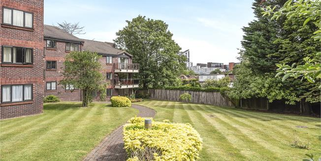 £350,000, 2 Bedroom Flat For Sale in BR2