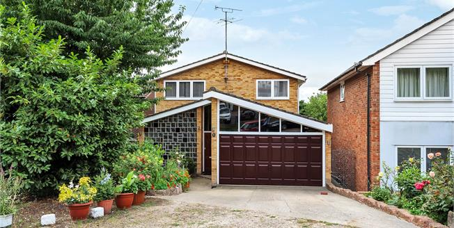 Guide Price £800,000, 5 Bedroom Detached House For Sale in Bromley, BR1
