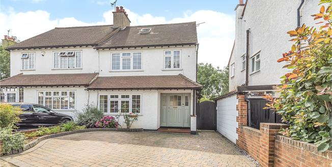 £675,000, 3 Bedroom Semi Detached House For Sale in Bromley, BR1