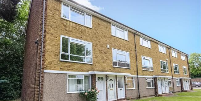 Guide Price £315,000, 2 Bedroom Flat For Sale in Bromley, BR1
