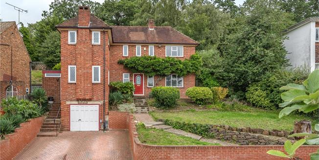 £690,000, 3 Bedroom Detached House For Sale in Bromley, BR1