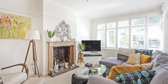 £550,000, 3 Bedroom Semi Detached House For Sale in Bromley, BR1