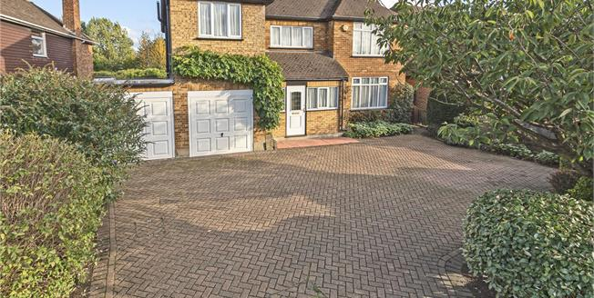 Guide Price £850,000, 4 Bedroom Detached House For Sale in Bromley, BR2