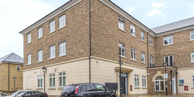 Guide Price £315,000, 2 Bedroom Flat For Sale in Bromley, BR2