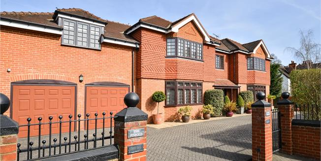 Guide Price £1,695,000, 6 Bedroom Detached House For Sale in BR7