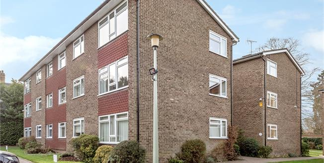 Guide Price £400,000, 2 Bedroom Flat For Sale in Chislehurst, BR7