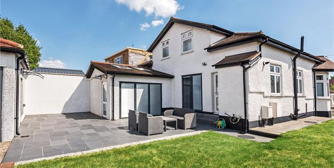 Guide Price £640,000, 3 Bedroom Detached Bungalow For Sale in BR7