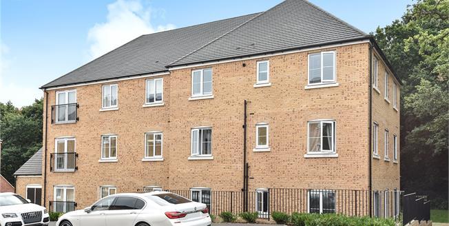 Guide Price £350,000, 2 Bedroom Flat For Sale in Chislehurst, BR7