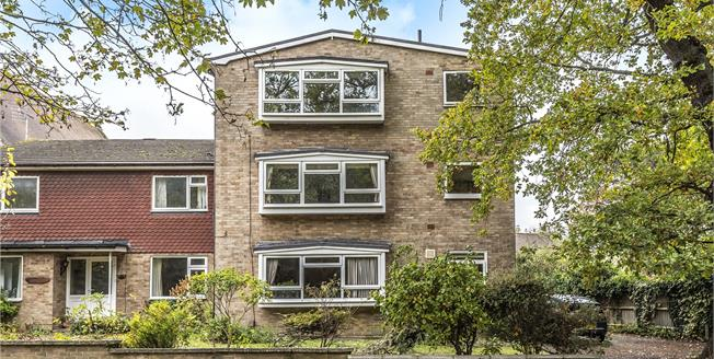 Guide Price £390,000, 2 Bedroom Flat For Sale in Chislehurst, BR7