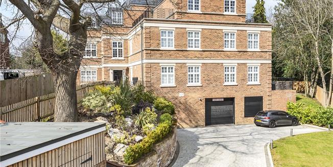 Offers Over £700,000, 3 Bedroom Flat For Sale in Chislehurst, BR7