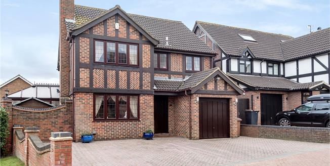 Guide Price £785,000, 4 Bedroom Detached House For Sale in Chislehurst, BR7