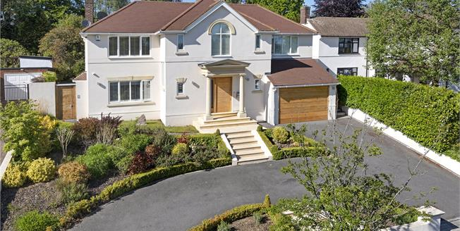 Guide Price £1,400,000, 4 Bedroom Detached House For Sale in Chislehurst, BR7