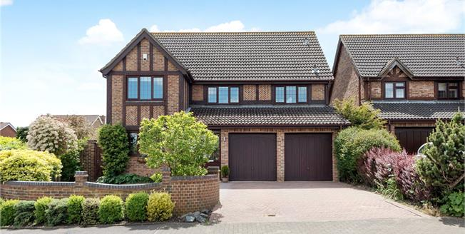 Guide Price £850,000, 5 Bedroom Detached House For Sale in BR7