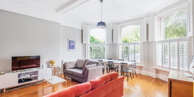 Asking Price £350,000, 1 Bedroom Flat For Sale in Chislehurst, BR7