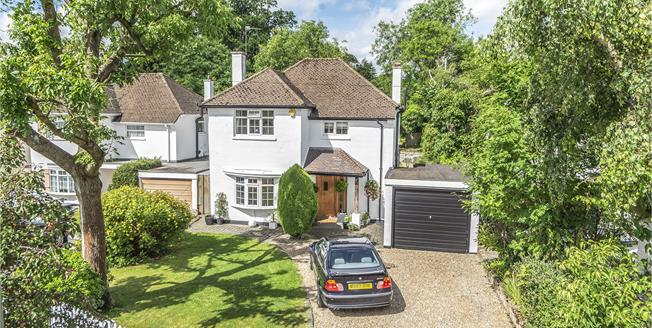 Asking Price £850,000, 3 Bedroom Detached House For Sale in Chislehurst, BR7
