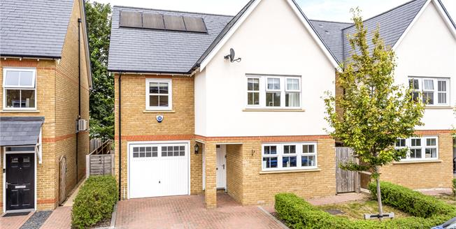 Offers Over £775,000, 4 Bedroom Detached House For Sale in Chislehurst, BR7