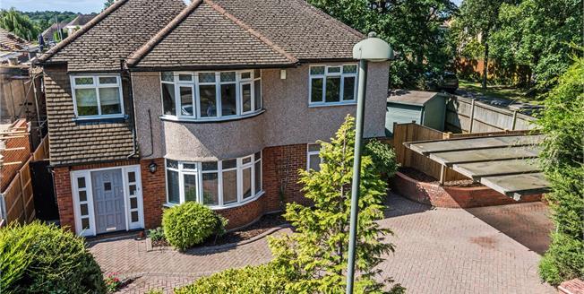 Asking Price £1,100,000, 4 Bedroom Detached House For Sale in Chislehurst, BR7
