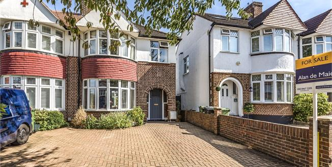 Guide Price £500,000, 3 Bedroom Semi Detached House For Sale in Chislehurst, BR7