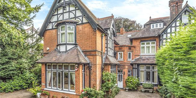 Guide Price £875,000, 2 Bedroom Flat For Sale in BR7