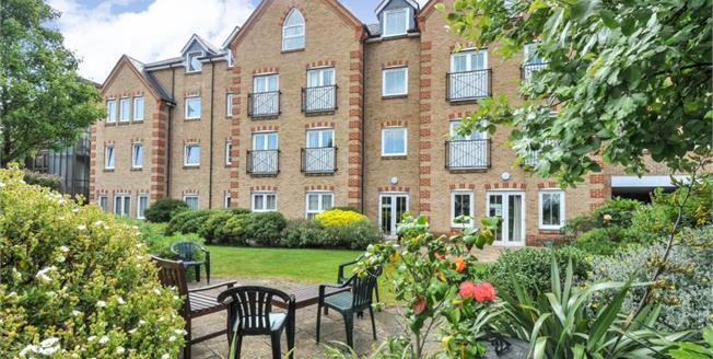 Guide Price £300,000, 1 Bedroom Retirement For Sale in Orpington, BR6