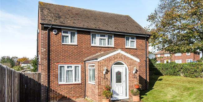 Guide Price £385,000, 3 Bedroom Semi Detached House For Sale in Orpington, BR5