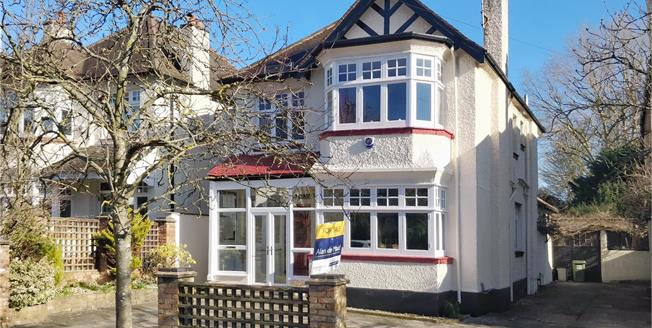 Guide Price £950,000, 4 Bedroom Detached House For Sale in Orpington, BR6