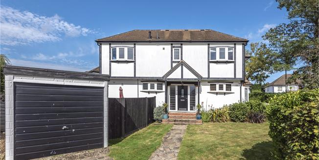 Guide Price £675,000, 5 Bedroom Semi Detached House For Sale in Petts Wood, BR5