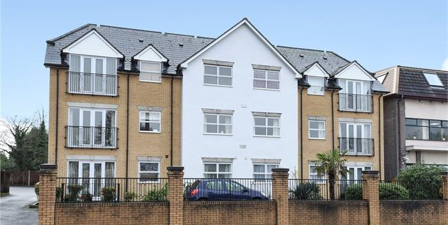 Asking Price £339,950, 2 Bedroom Flat For Sale in West Wickham, BR4