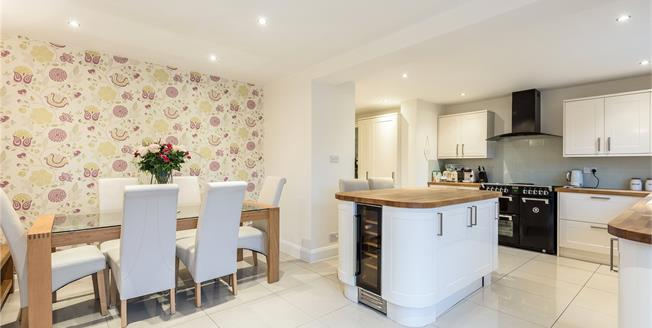 Guide Price £700,000, 4 Bedroom Detached House For Sale in Bromley, BR2