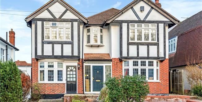 Guide Price £695,000, 4 Bedroom Detached House For Sale in Croydon, CR0