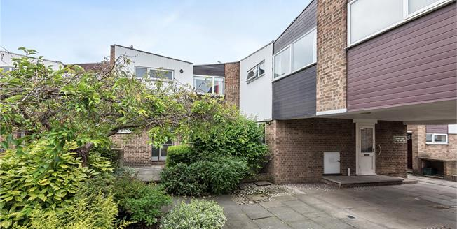 Asking Price £385,000, 4 Bedroom House For Sale in Croydon, CR0