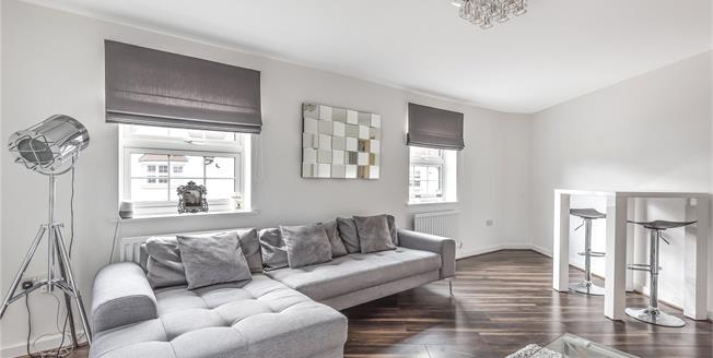 Guide Price £375,000, 2 Bedroom Flat For Sale in Bromley, BR2