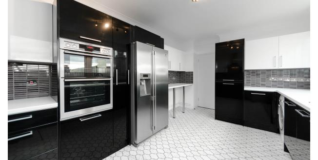 £5,611  per Calendar Month (Calculated), 3 Bedroom Flat To Rent in London, SW3