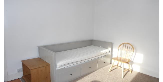 £395 per Calendar Month, 1 Bedroom Apartment To Rent in Chesterfield, S40