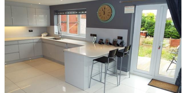 £975 per Calendar Month, 3 Bedroom Detached House To Rent in Nottingham, NG5