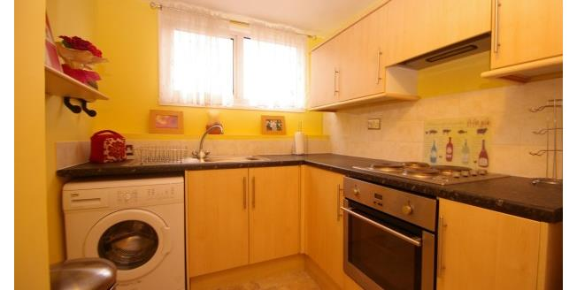 £500 per Calendar Month, 1 Bedroom Flat To Rent in Plymouth, PL2