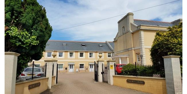 £600 per Calendar Month, 2 Bedroom Flat To Rent in Torquay, TQ1