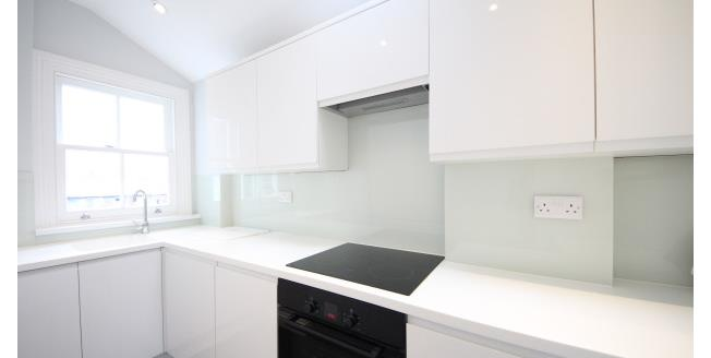£950 per Calendar Month, Apartment To Rent in East Molesey, KT8