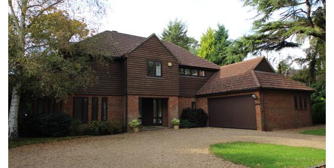 £4,200 per Calendar Month, 5 Bedroom Detached House To Rent in Esher, KT10