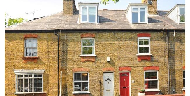 £2,200 per Calendar Month, 3 Bedroom House To Rent in Richmond, TW9