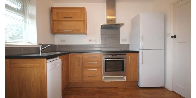 £1,150 per Calendar Month, 1 Bedroom Flat To Rent in Twickenham, TW1