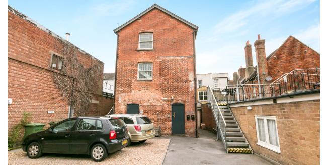 £650 per Calendar Month, 1 Bedroom Flat To Rent in Alton, GU34
