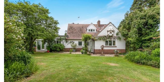 £2,400 per Calendar Month, 4 Bedroom Bungalow To Rent in Cobham, KT11