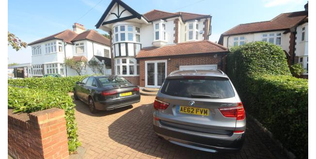£2,600 per Calendar Month, 4 Bedroom Detached House To Rent in Epsom, KT17