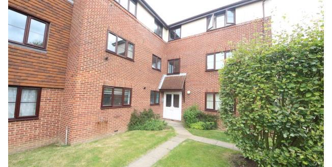 £975 per Calendar Month, 1 Bedroom Apartment To Rent in Epsom, KT17