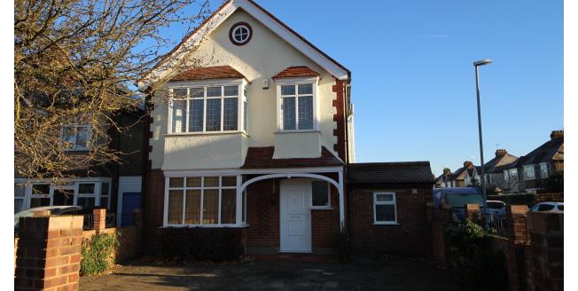 £2,600 per Calendar Month, 4 Bedroom House To Rent in Kingston upon Thames, KT2