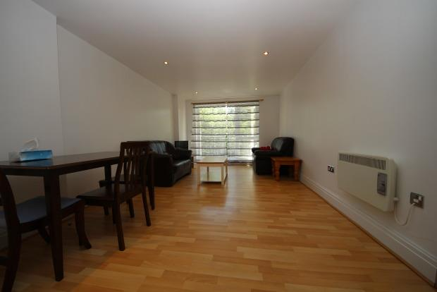 2 Bedroom Flat To Rent in Kingston upon Thames for £1,375