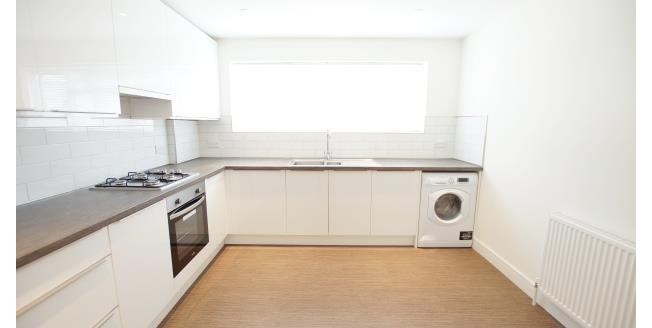 £1,350 per Calendar Month, 2 Bedroom Apartment To Rent in Walton-on-Thames, KT12