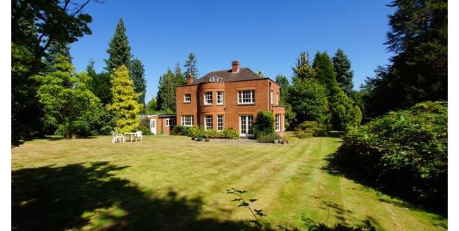 £3,750 per Calendar Month, 4 Bedroom House To Rent in Hersham, KT12