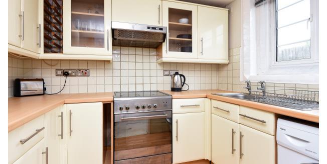 £900 per Calendar Month, 1 Bedroom Apartment To Rent in Farnborough, BR6